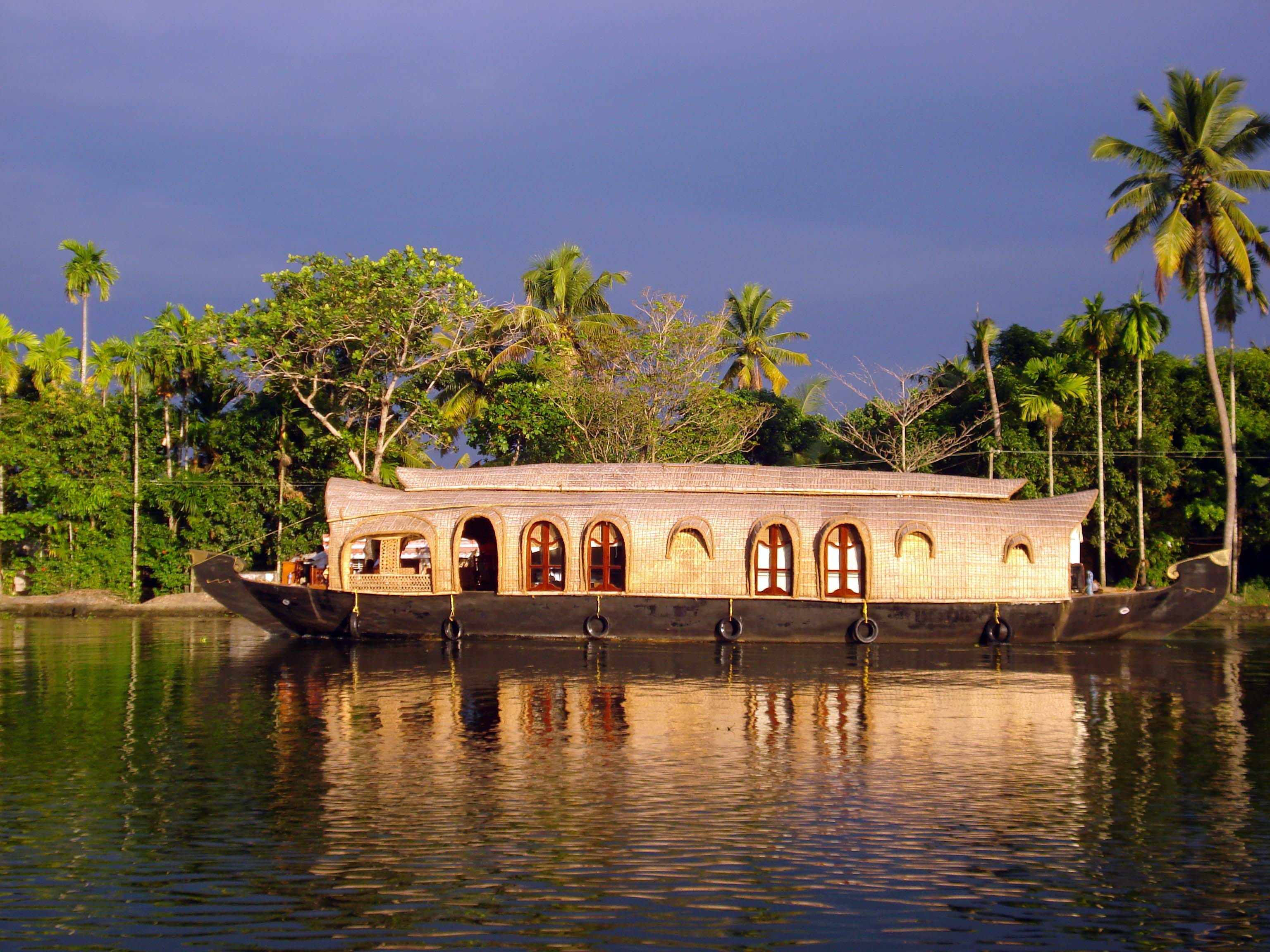 Munnar Alleppey Tour Packages